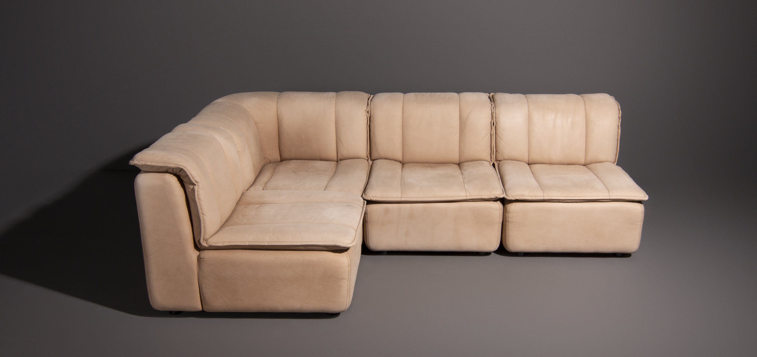 Design Elementen Bank.Vintage Design Element Sofa Upholstered In Upholstered In Natural